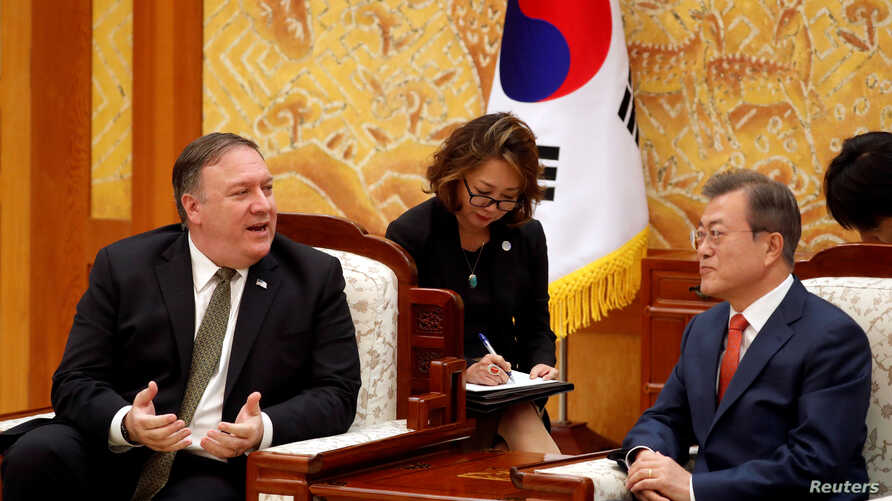 U.S. Secretary of State Mike Pompeo talks with South Korean President Moon Jae-in during their meeting at the presidential Blue House in Seoul, South Korea, Oct. 7, 2018.