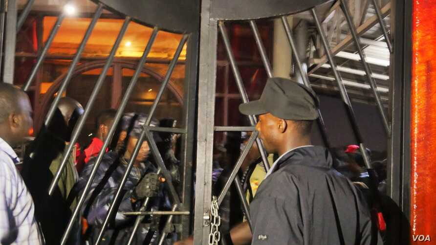 Police locked the entrances and exits at Club Venom Thursday night. Revelers were forced to sit on the floor, and had their cameras and phones confiscated. Kampala, Uganda, Aug. 4, 2016. (L. Paulat/VOA)