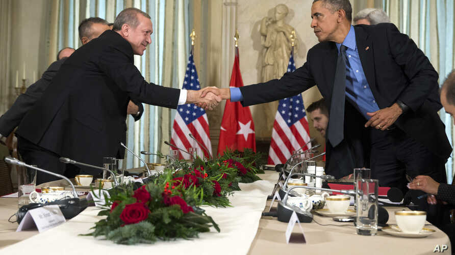 President Barack Obama, right, shakes hands with Turkish President Recep Tayyip Erdogan after a bilateral meeting, in Paris, on Tuesday, Dec. 1, 2015.