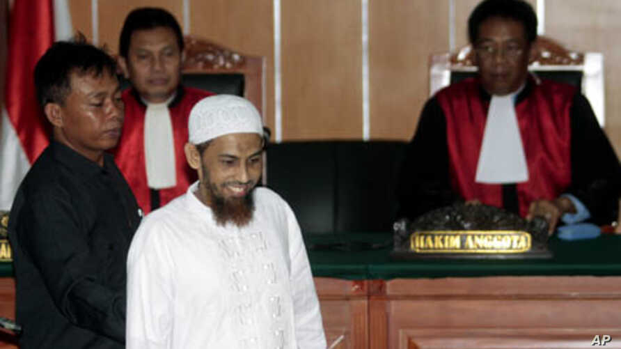 Umar Patek, an Indonesian militant charged in the 2002 Bali terrorist attacks, arrives at his trial in Jakarta, Indonesia, February 13, 2012.