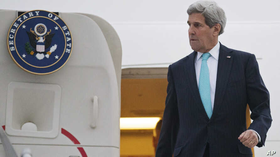 U.S. Secretary of State John Kerry disembarks from his plane as he arrives in Geneva, Switzerland, Sunday, March 15, 2015.