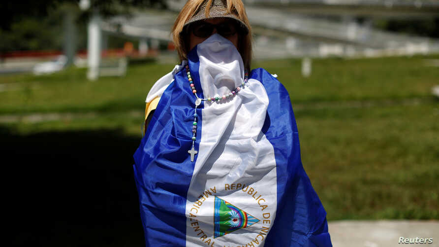 A Nicaraguan woman living in El Salvador demonstrates in support of Nicaraguans protesting against the Ortega government, at Masferrer Square in San Salvador, El Salvador, July 19, 2018.