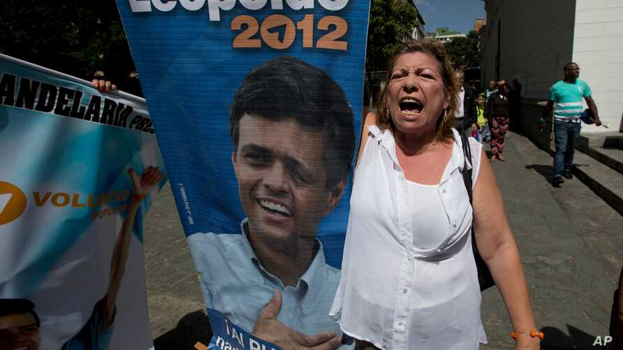 """A supporter of Leopoldo Lopez shouts """"Freedom for Leopoldo"""" while holding his poster outside court in Caracas, Venezuela, Sept. 4, 2015."""