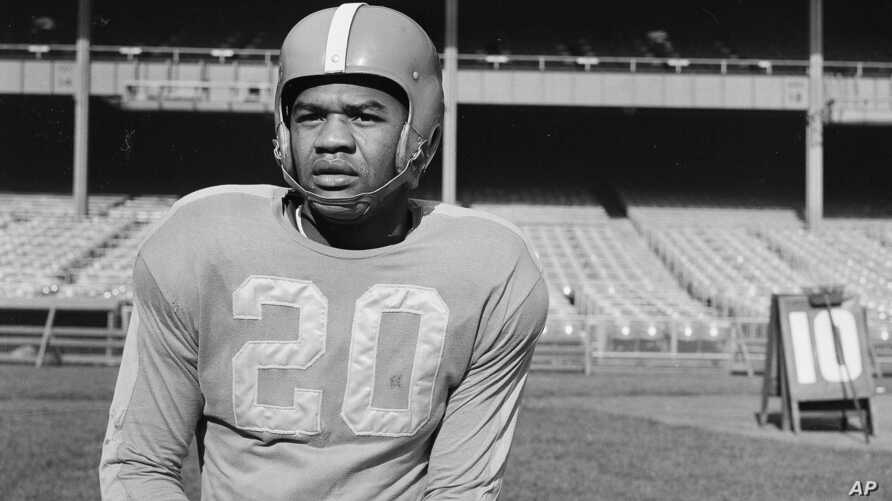 In this Nov. 2, 1950, file photo, New York Yanks football player George Taliaferro (20) poses in New York.