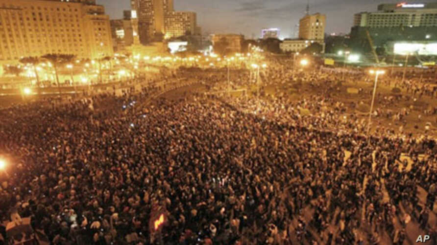 Thousands of demonstrators protest in central Cairo demanding the ouster of President Hosni Mubarak and calling for reforms, 25 Jan 2011