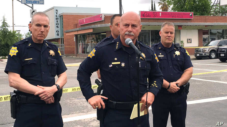 Fresno police chief Jerry Dyer, front, briefs reporters in Fresno, Calif., after a shooting, April 18, 2017.