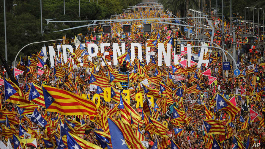 Pro-independence demonstrators fill up La Diagonal, one Barcelona's main avenues, during the Catalan National Day in Barcelona, Spain, Sept. 11, 2018. Catalan authorities called on supporters to flood the streets of Barcelona later in the day to dema