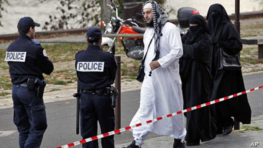 Lies Hebbadj (C) arrives for a hearing at the police Tribunal in Nantes, November 21, 2011, accompanied by his wife and a companion, both of whom were stopped by police last October for wearing the niqab in public.