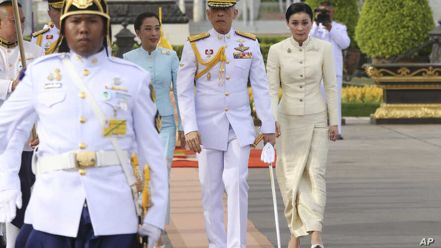Thailand's King Maha Vajiralongkorn, center, Queen Suthida, right, and his daughter Princess Bajrakitiyabhaarrive, third right, arrive at Royal Plaza to pay homage to the Equestrian Statue of King Chulalongkorn in Bangkok, May 2, 2019.