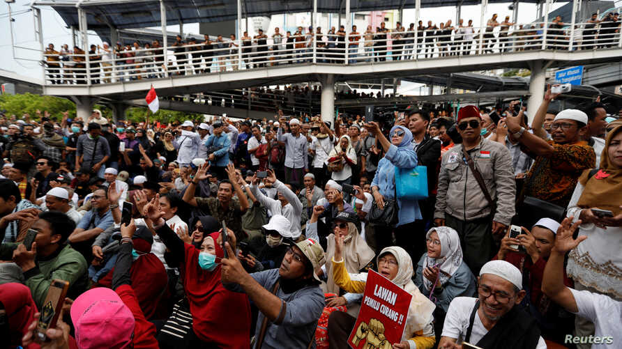 People protest outside Indonesia's Election Supervisory Board (Bawaslu) headquarters in Jakarta, Indonesia, May 10, 2019.