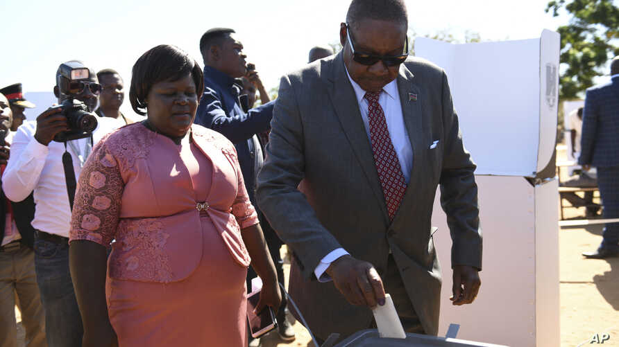FILE - Malawi's President Peter Mutharika casts his vote at a polling station near Blantyre, Malawi, May 21, 2019.