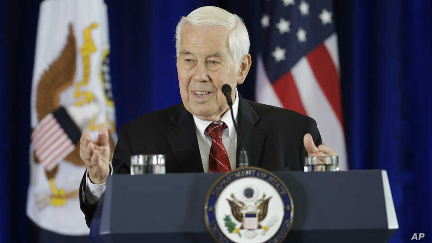 Former GOP Senator Richard Lugar introduces  Secretary of State John Kerry for a speech in support of the Iran nuclear deal at the National Constitution Center, Wednesday, Sept. 2, 2015, in Philadelphia.