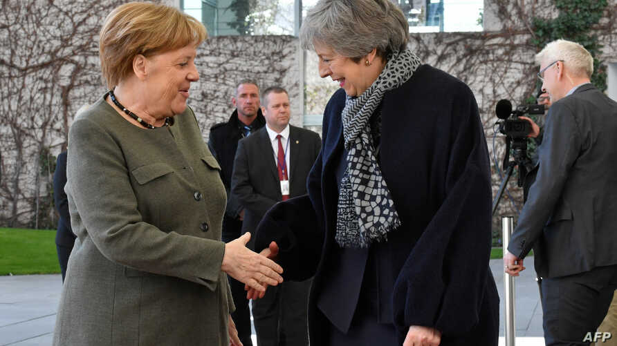 German Chancellor Angela Merkel (L) shakes hands with British Prime Minister Theresa May as she arrives at the Chancellery in Berlin on Apr. 9, 2019.