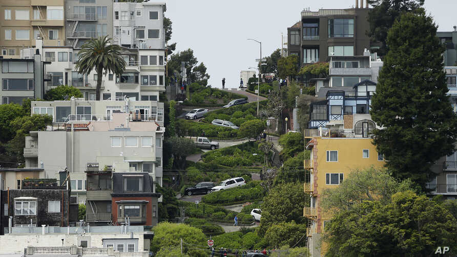 Cars wind their way down Lombard Street in San Francisco, April 15, 2019. Thousands of tourists may soon have to pay as much as $10 to drive down the world-famous crooked street if a proposal to establish a toll and reservation system becomes law.