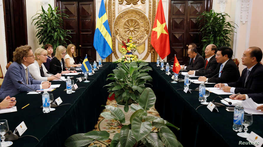 FILE - Sweden's Foreign Minister Margot Wallstrom (2nd L) meets Vietnam's Deputy Prime Minister and Foreign Minister Pham Binh Minh (2nd R) at the Government Guesthouse in Hanoi, Vietnam, Nov. 23, 2017.