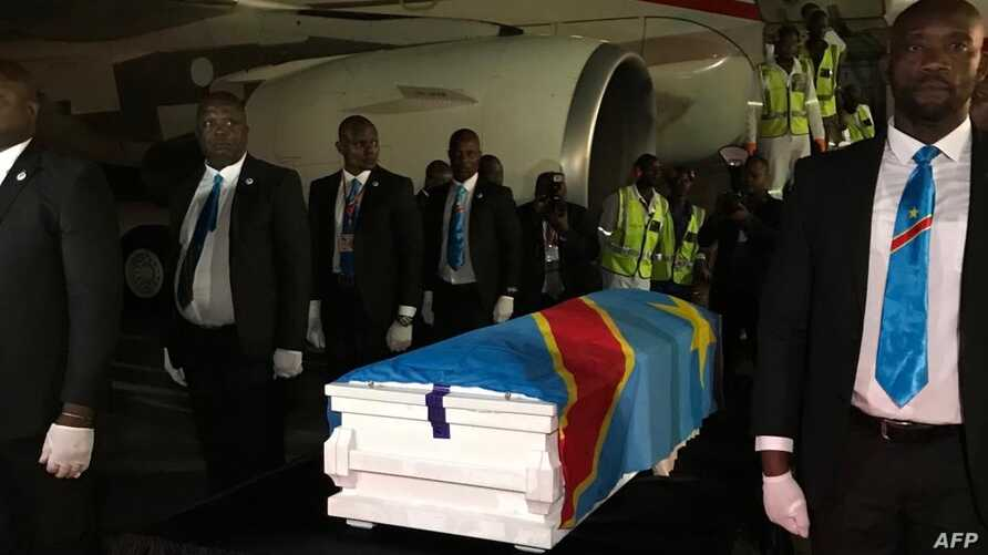 The casket containing the remains of former Congolese Prime Minister and opposition leader Etienne Tshisekedi is unloaded from a plane after its arrival in Kinshasa from Belgium, May 30, 2019.