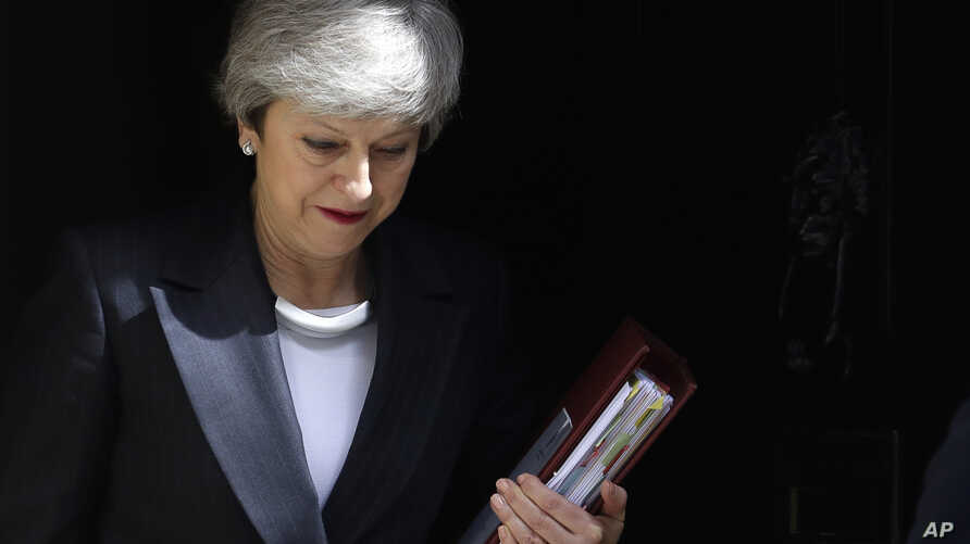 Britain's Prime Minister Theresa May leaves 10 Downing Street to attend the weekly session of Prime Ministers Questions in Parliament in London, May 22, 2019.