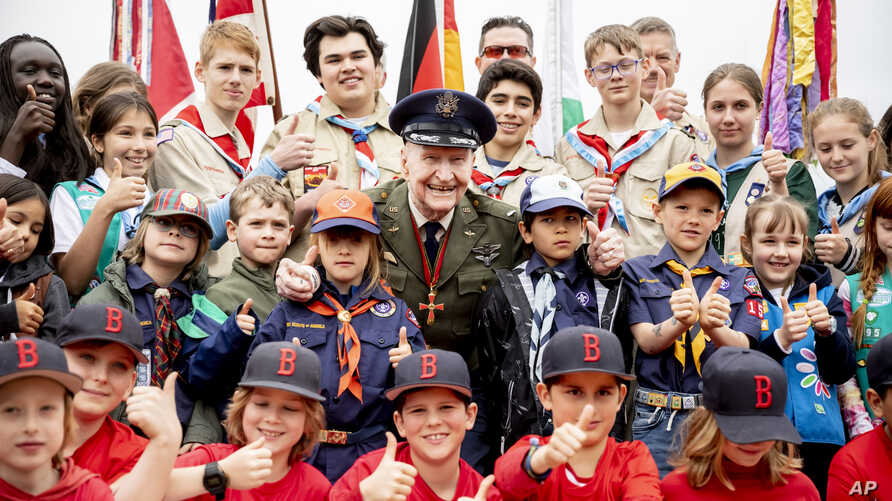 Retired Col. Gail Halvorsen, center, poses with boys and girls as he attends a ceremony to dedicate the baseball and softball field of the Berlin Braves baseball team in 'Gail Halvorsen Park' in Berlin , May 11, 2019.
