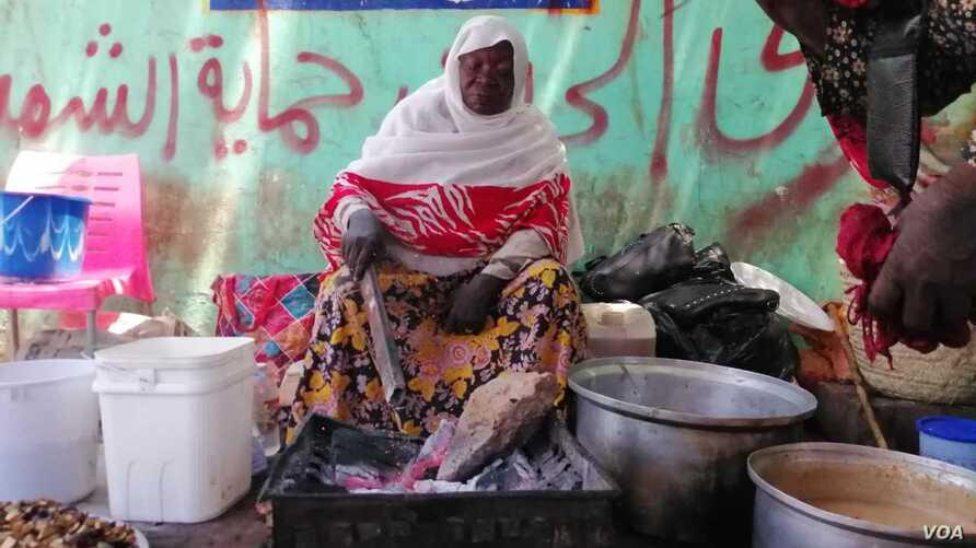 Awadeya Mahmoud begins her day at 5:00 am next to Khartoum University, across from Sudan's Defense Ministry, where she sells tea.