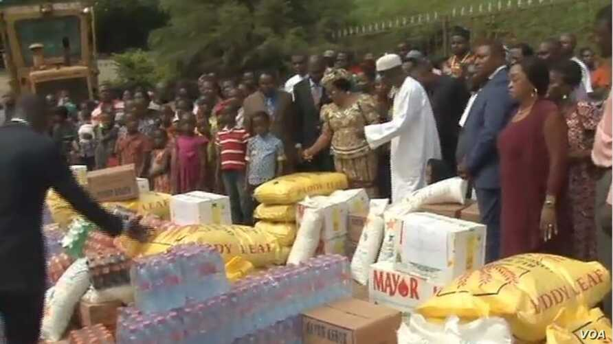Internally displaced persons receive gifts from well wishers in Yaounde, Cameroon, May 12, 2019.