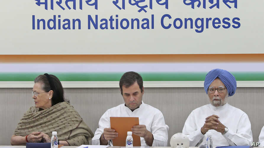 From left, Congress party leader Sonia Gandhi, her son and party President Rahul Gandhi, and former Indian Prime Minister Manmohan Singh attend a Congress Working Committee meeting in New Delhi, May 25, 2019.