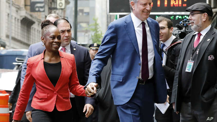 """New York Mayor Bill de Blasio and his wife Chirlane McCray arrive at """"Good Morning America"""" in New York, May 16, 2019."""