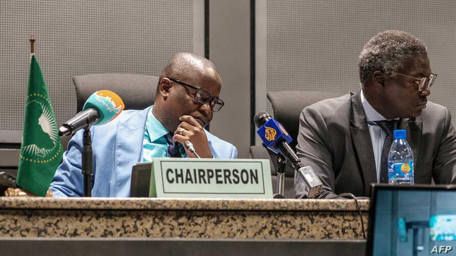 Permanent Representative of Sierra Leone and Chairperson of the African Union Peace and Security Council Patrick Kapuwa (L) speaks during a press briefing regarding the situation of Sudan at the African Union, in Addis Ababa, on June 6, 2019.