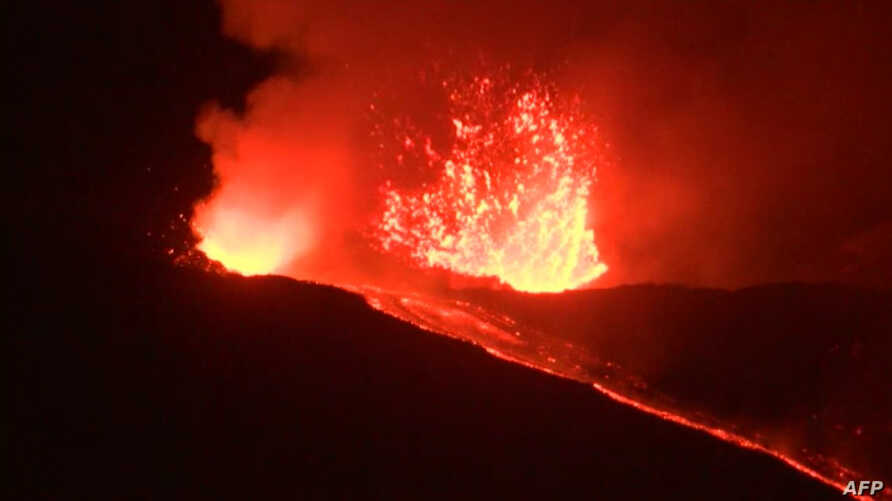 This videograb released by AFPTV shows the Mount Etna, Europe's biggest active volcano, erupting, on May 31, 2019, near Catania, due to the opening of two eruptive fractures, according to the volcanologists of the Ingv Etna Observatory.