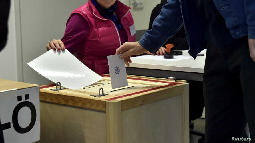 A man casts his vote for the parliamentary elections, in Helsinki, Finland, Apr.14, 2019. (Lehtikuva/Emmi Korhonen via Reuters)