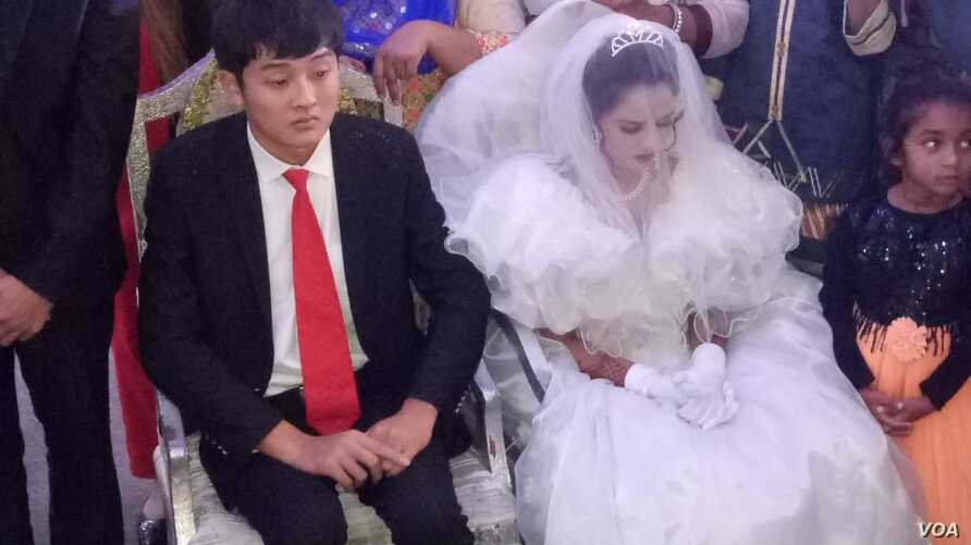 This photo shows Mehak Parvez of Pakistan and her Chinese groom. It was taken during the wedding ceremony, Nov. 19, 2018, in Faisalabad, Pakistan.