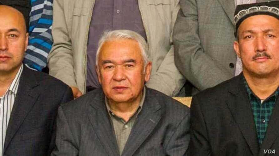 Nurmuhammad Tohti, sitting at a scholarly gathering in Urumqi, capital of Xinjiang, China. (Abduweli Ayup).