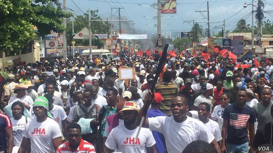 Anti-corruption protesters fill the streets of Port-au-Prince, Haiti, June 9, 2019.