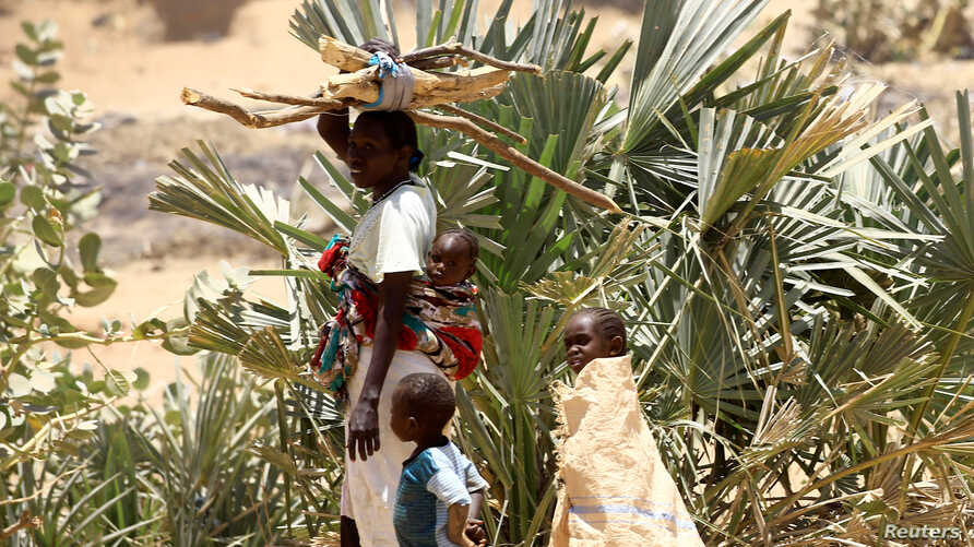 An internally displaced Sudanese family in the Kalma camp in Darfur
