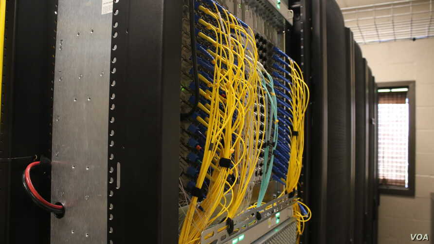 While two dozen states have municipal broadband bans in place, a few are starting to repeal them. (T.Krug/VOA)