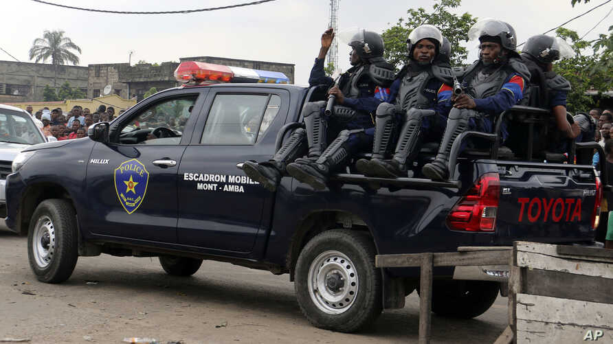 Congolese police patrol outside the main prison in Kinshasa,  Democratic Republic of the Congo, May 17, 2017.
