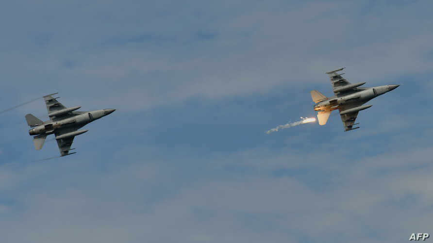 "FILE - A U.S.-made F-16 fighter jet (R) launches a flare during the 35th ""Han Kuang"" (Han Glory) military drill in southern Taiwan's Pingtung county, May 30, 2019."