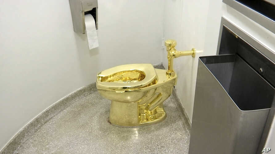 "FILE - An 18-karat toilet, titled ""America,"" by Maurizio Cattelan in the restroom of the Solomon R. Guggenheim Museum in New York, Sept. 16, 2016. Thieves have stolen the solid gold toilet from Blenheim Palace, the birthplace of Winston Churchill."