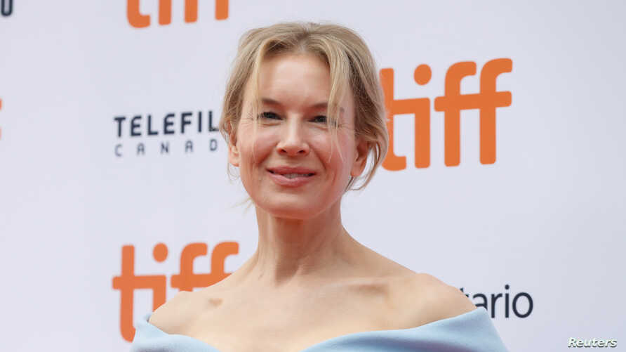 """Actor Renee Zellweger poses as she arrives at the Canadian premiere of """"Judy"""" at the Toronto International Film Festival (TIFF) in Toronto, Ontario, Canada, Sept. 10, 2019."""