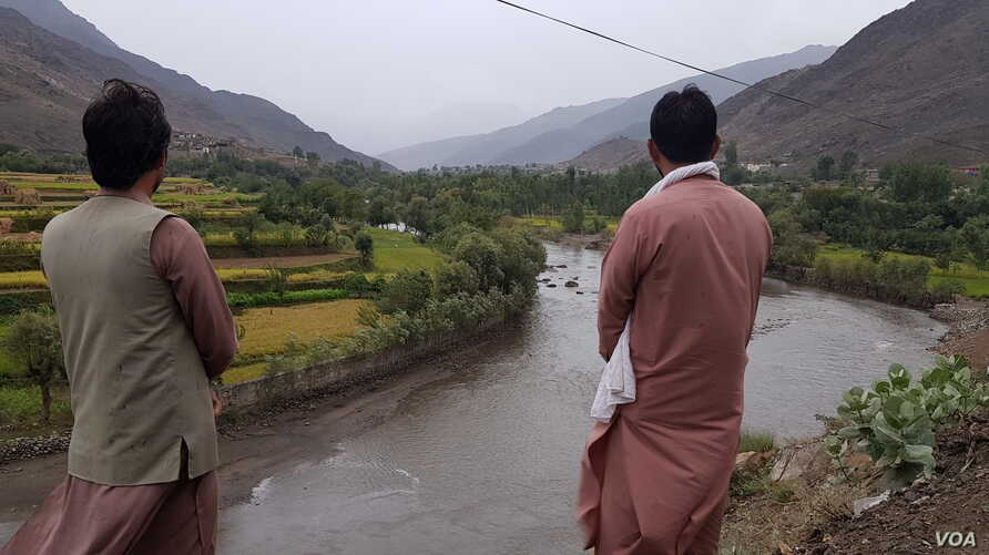 Kunar residents Sabir and Ajmal, over-looking the Paich Valley, which included the district where Taliban safe-guarded voters against IS attacks. They did not want to show their faces due to security reasons. (VOA/A. Tanzeem)