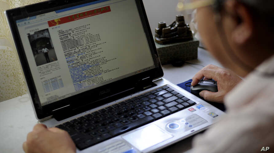 Lu Keqian checks his website at his home in Liuzhou, China, March 1, 2010. When professors in China need to author research papers to get promoted, many turn to ghostwriters like Lu. The practice of paying someone to write a college paper is popular among students on U.S. campuses, too.