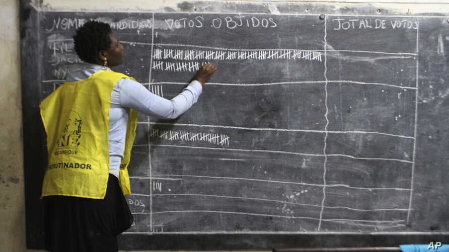 Vote counting takes place after polling station closed in Maputo, Mozambique, Oct. 15, 2019.