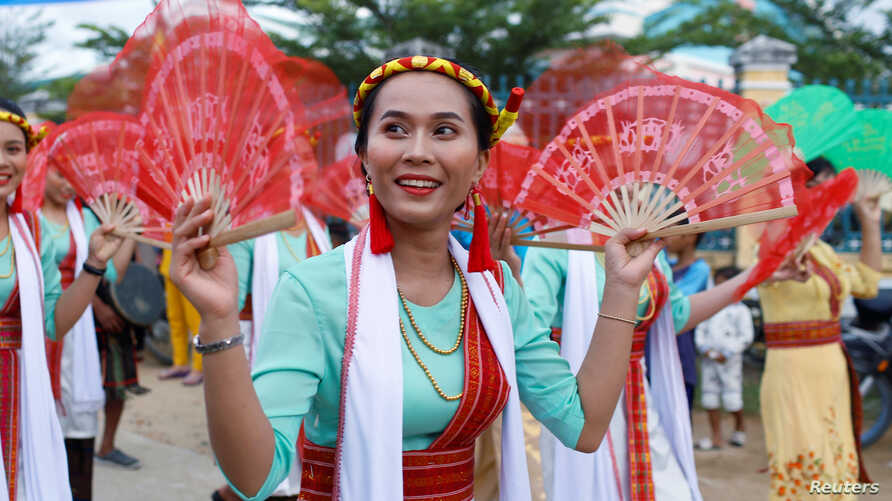 Vietnam's ethnic Cham women perform a traditional dance during the 'Kate' festival in rural commune Phuoc Hau in Phan Rang, Vietnam, Sept. 28, 2019.