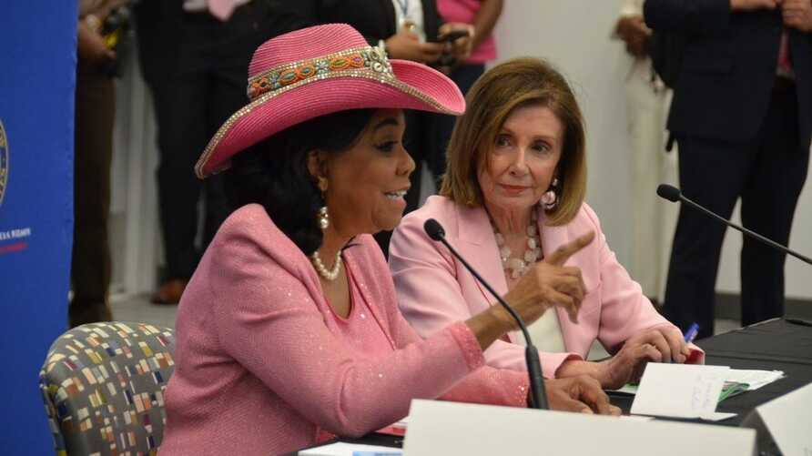 House Speaker Nancy Pelosi and Congresswoman Frederica Wilson participate in a round table discussion about Haiti in Miami, Fla, Oct 3, 2019. (Photo: @RepWilson Twitter)