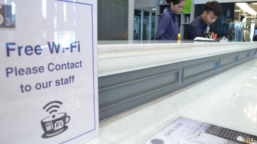 A Wi-Fi sign is displayed at a café in Bangkok, Thailand (Z. Peter/VOA)