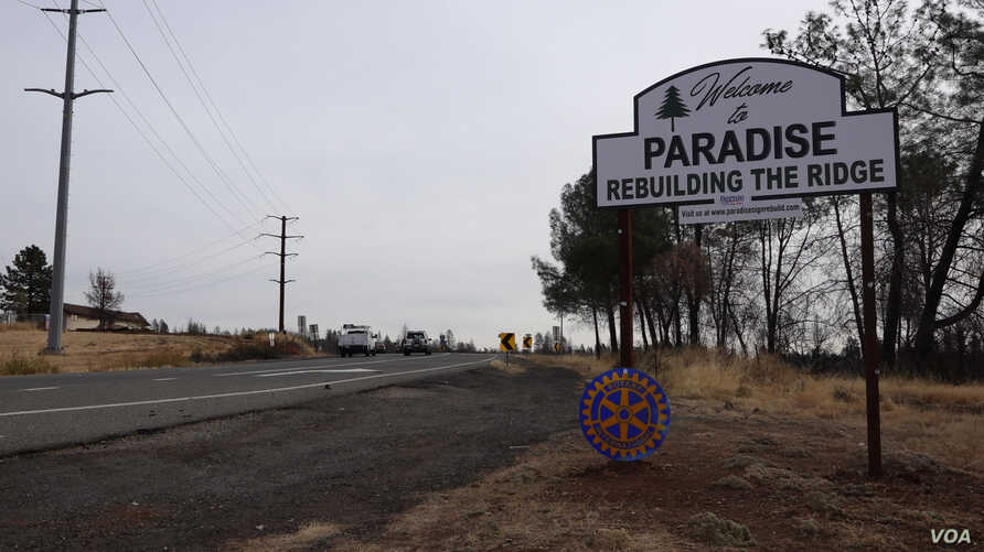 """Local residents call Paradise """"The Ridge"""" because the town is built on a ridge with elevations ranging from 610 to  853 meters above sea level.The new sign greets motorists as they enter Paradise. (Elizabeth Lee/VOA News)"""