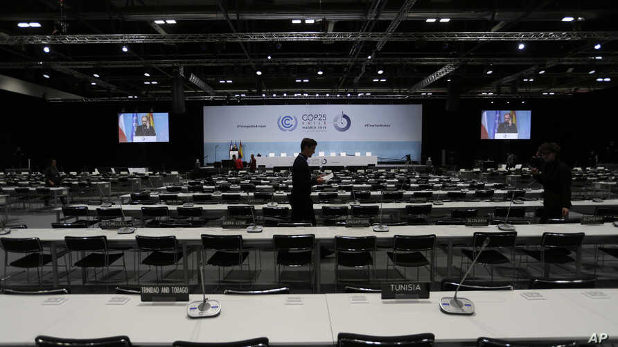 Workers prepare the main conference venue for the COP25 Climate summit in Madrid, Spain, Dec. 1, 2019.