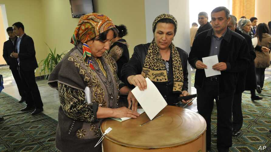 "FILE - An Uzbek woman casts her ballot at a polling station in Tashkent, Uzbekistan, March 29, 2015. No Uzbek election has ever been rated as ""democratic."""