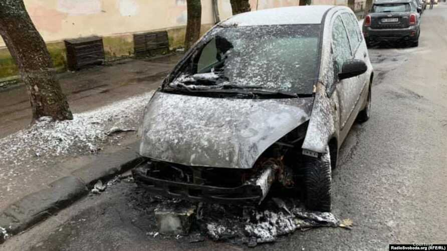 The burned-out car of RFE/RL journalist Halyna Tereshchuk in Lviv.