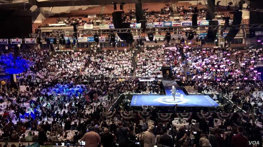 Democrats packed the Southern New Hampshire University arena on Saturday to hear from all the candidates. Seven thousand voters attended, most still indecisive on their vote. (VOA/Carolyn Presutti)
