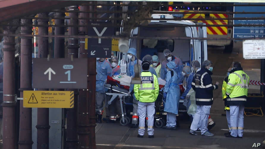 A patient is transferred in a high-speed train turned into an intensive care unit in Strasbourg, eastern France, March 26, 2020.